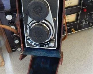 VINTAGE FLEXORA PRONTOR S- CAMERA WITH LEATHER CASE. EXCELLENT CONDITION!!