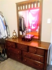 Great mirrored 7-Drawers Dresser with ample storage.