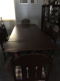 Dinning room table w/ 6 chairs