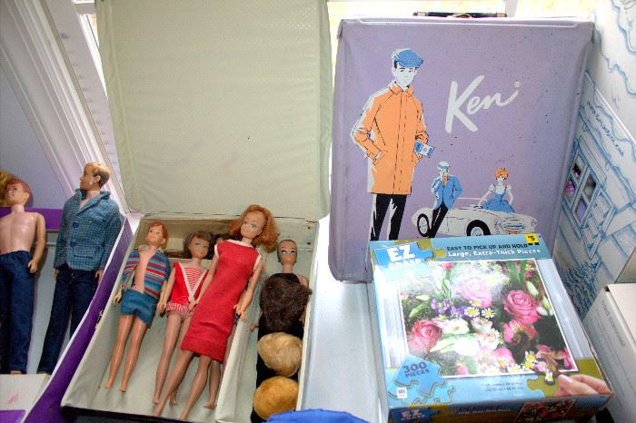 Vintage Barbie dolls / cases