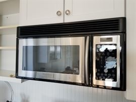 Frigidaire Professional Series microwave oven