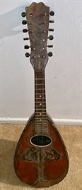 200 years old!!  Absolute beautiful Mandolin.