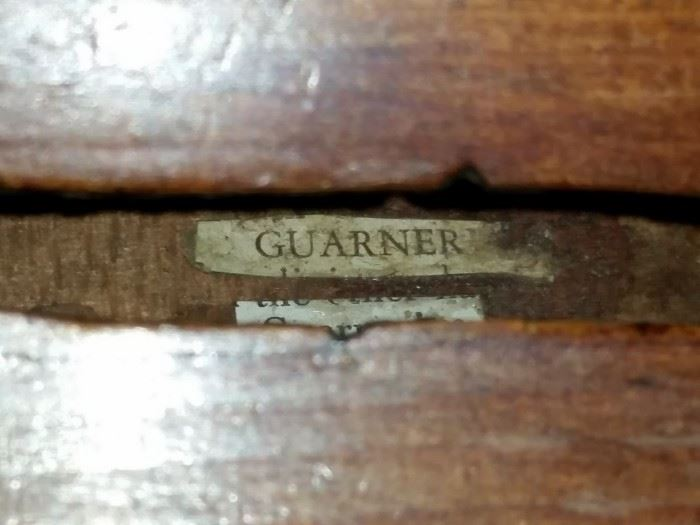 Label inside the second violin