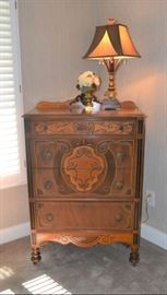 EARLY 1900s CHEST OF DRAWERS