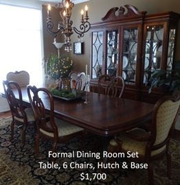 Exquisit Dining Room Set