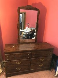 Dresser with mirror and 6 dreaws