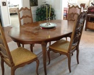 Great Dining Room Table and Chairs