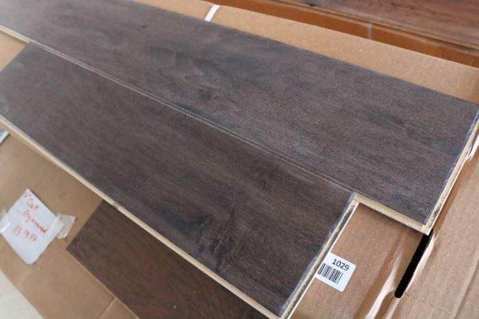 137 sq ft of 5 Onyx Maple Engineered Hardwood Flo ...