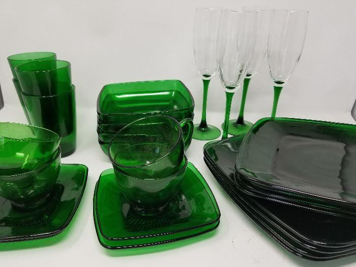 Green Glass Dishes for 4 https://ctbids.com/#!/description/share/104432