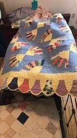 Fan Pattern Quilt w/ Scalloped Edges