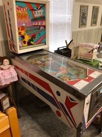 Vintage 1960's Lucky Strike Pinball machine