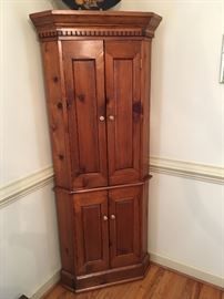 CHIPPENDALE STYLE ARTISAN MADE CORNER CUPBOARD