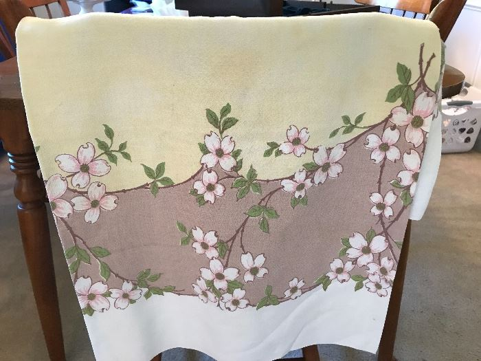 Need that special table cloth for Easter and Spring....this is it!
