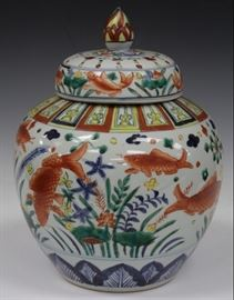 LOT #2017 - WUCAI PAINTED CHINESE JAR WITH LID