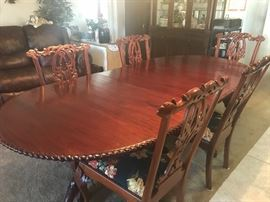 Beautiful Dining Room Table with Leaf