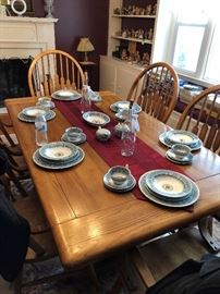Solid oak table with 2 leaves and 6 captains chairs