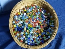 600 Vintage Marbles https://ctbids.com/#!/description/share/103726