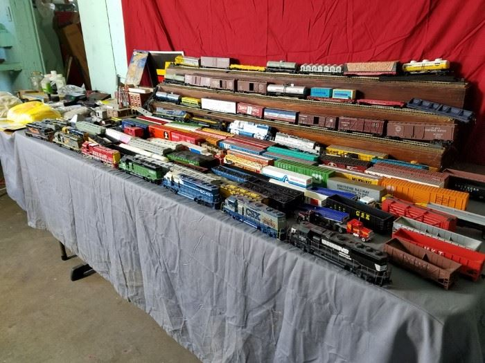 Huge Electric Train Set    https://ctbids.com/#!/description/share/104852