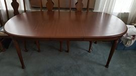 """Broyhill Table + 6 chairs 60"""" x 40"""" with 1 18"""" leaf"""
