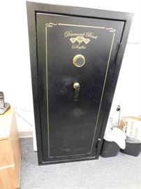Large Diamond Back Safe Has Combination