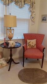 ARMCHAIR WITH DAMASK UPHOLSTERY, PIECRUST TABLE, CAPODIMONTE LAMP