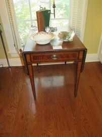 drop leaf sheraton mahogany inlaid lamp table