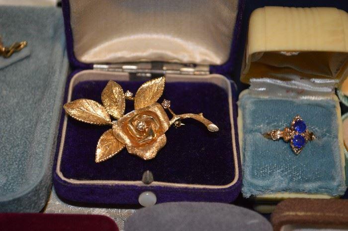 Gold w diamond pendant