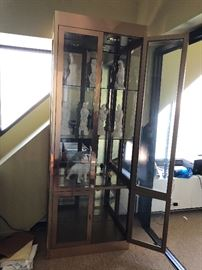#1 Mastercraft Curio Brass Cabinet lighted fabulous TO SHOWROOM