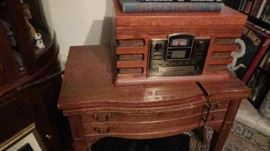 tons antiques and 2000 radio tubes and amplifier tubes
