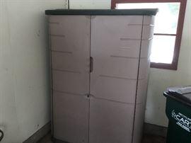 RUBBERMAID storage locker