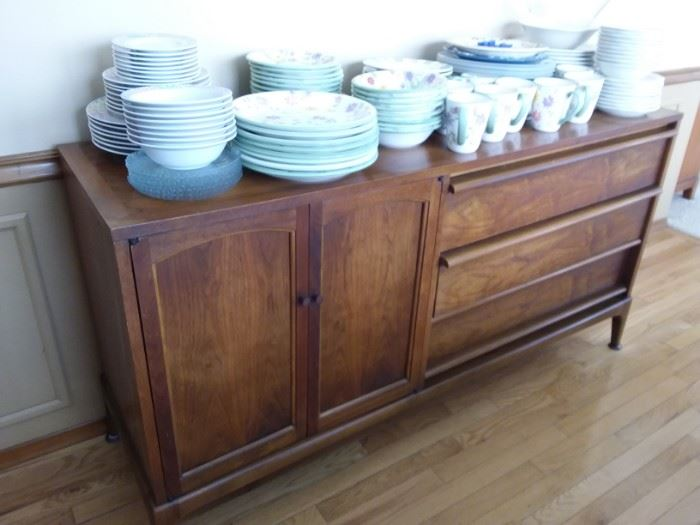 Mid Century Modern buffet by Lane in great condition!
