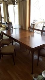 Beautiful MCM dining room table with leaf, 4 chairs and 2 captain's chairs.