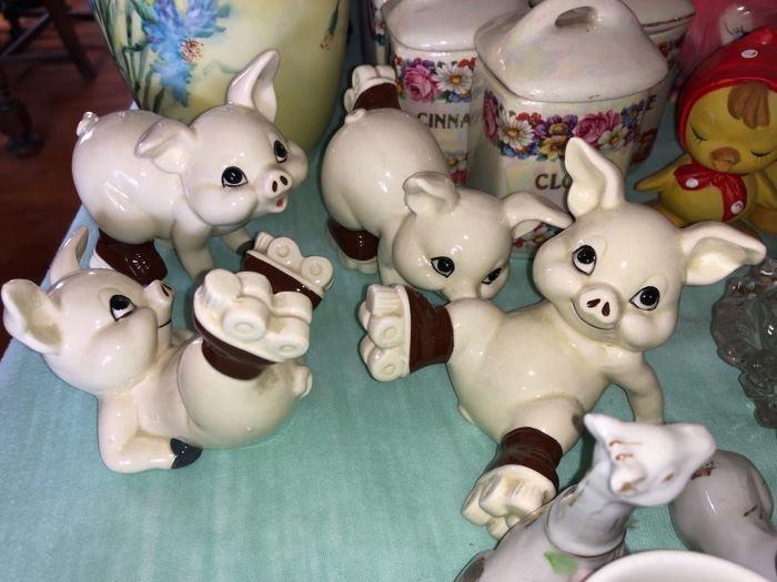 Cute piggy figures