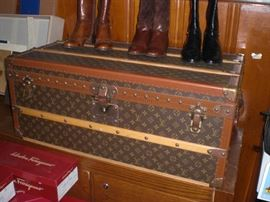 A fantastic Louis Vuitton cabin trunk in virtually unused condition. This trunk was kept in a linen bag from the day it was purchased.