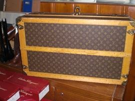 bottom of the Louis Vuitton cabin trunk