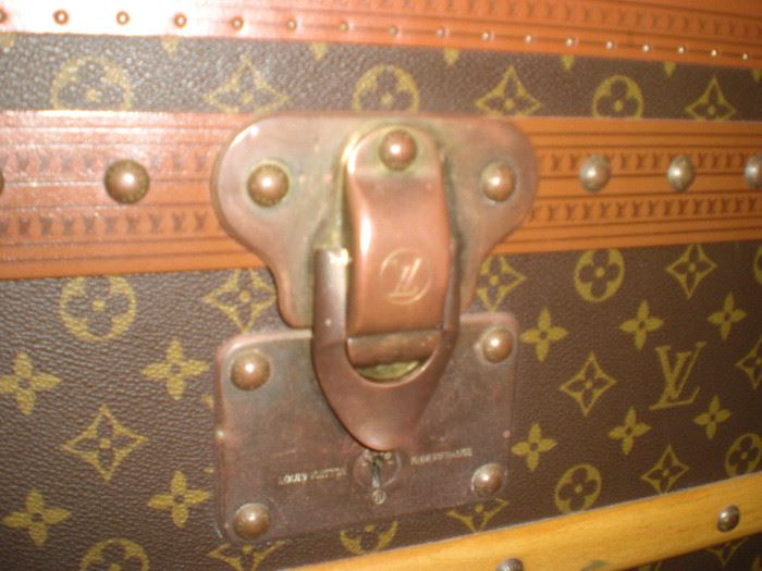 Latch on the Louis Vuitton cabin trunk
