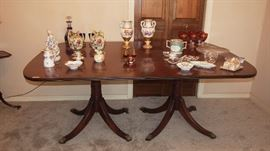 Very Pretty Vintage Mahogany Dining Room Table