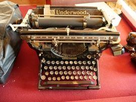Very Clean Antique Underwood Typewriter