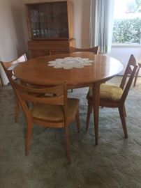 Heywood Wakefield round table with 6 cat eye chairs in pristine condition