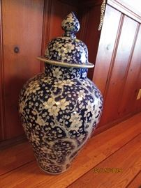 Chinese antique big urn