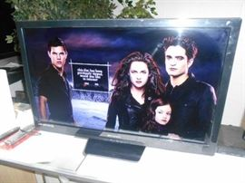 Emereson 32 New Style Flat Screen TV Very Nice