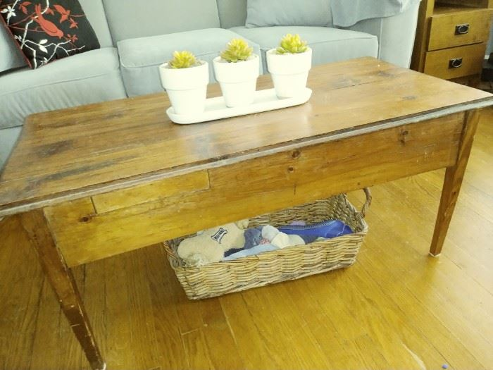 primitive coffee table w/drawer