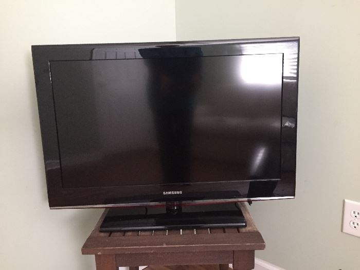 "Samsung LCD TV; 32"" screen"