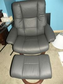 Stressless chair and ottoman