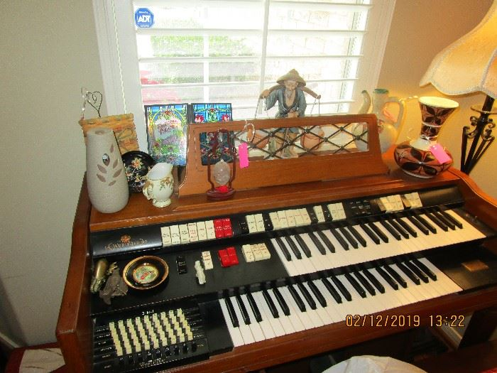 ELECTRIC ORGAN AND BENCH $150
