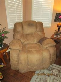 OVERSIZED RECLINER FOR THE BIG GUY