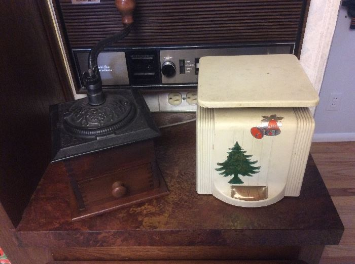 Coffee grinder and scale