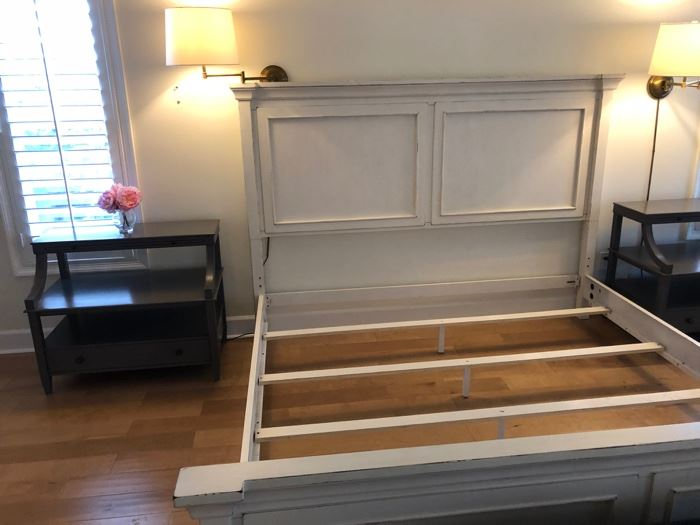 king bed--no bedding