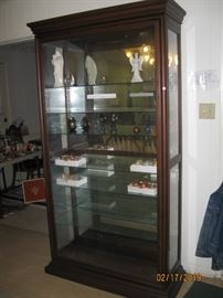 Like new display case with sliding door