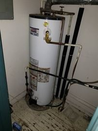 Natural gas hot water heater